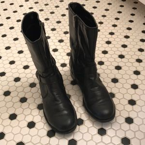 Blk Bandolino boot.  Buckle on outer ankle.